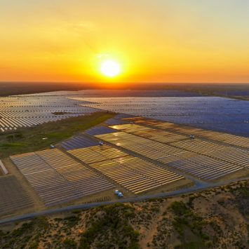 champ-solaire-carriere-desaffecte