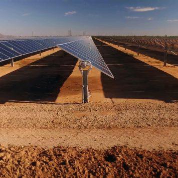 installation-centrale-solaire-photovoltaique-carriere-desaffecte