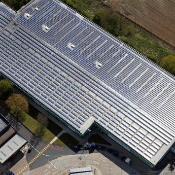 toiture-photovoltaique-sur-mesure-batiment-professionnel-centre-commercial