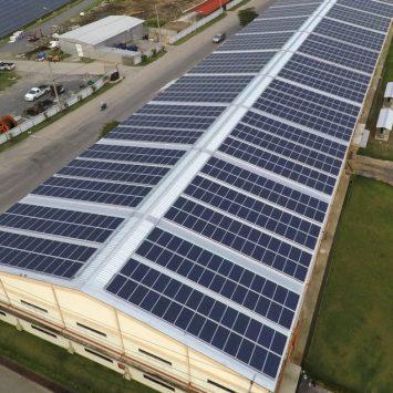 panneaux-solaires-toiture-batiment-professionnel