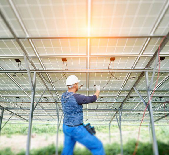 Les-panneaux-solaires-doivent-être-raccordés-réseau-électrique