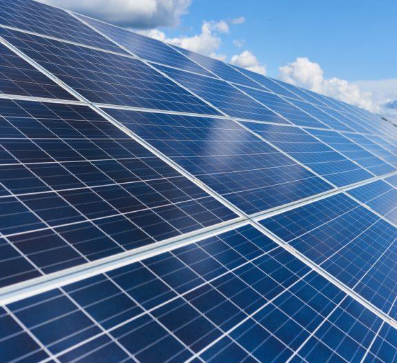 Est-il possible de modifier l'inclinaison des panneaux solaires