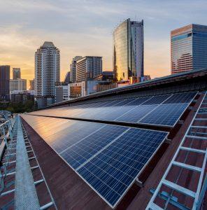 Exploiter sa toiture-terrasse en installant des panneaux photovoltaïques