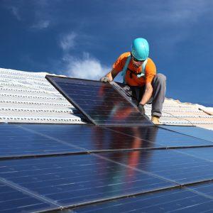 Installation panneaux solaires est-il intéressant de rectifier l'inclinaison de sa toiture