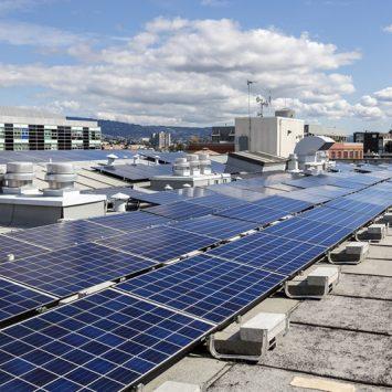 transformation-toiture-photovoltaique-batiment-professionnel