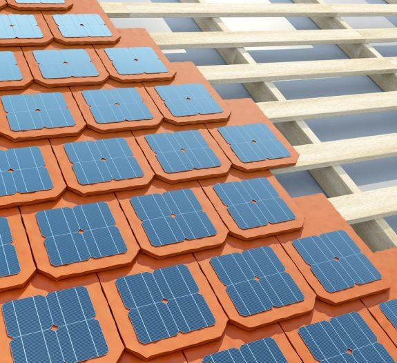 Tuiles photovoltaïques ou panneaux solaires, lequel choisir
