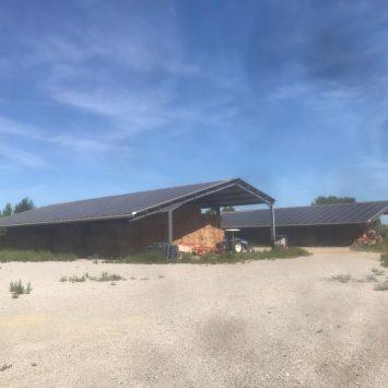Colibri Solar hangar Voltaïque côté