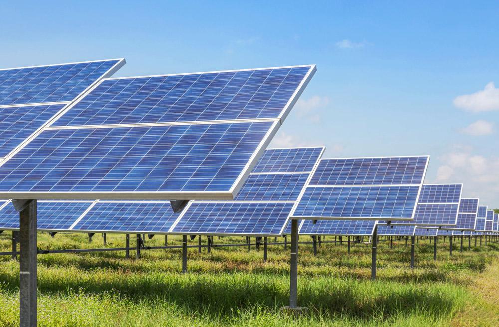 panneau solaire sur terrain