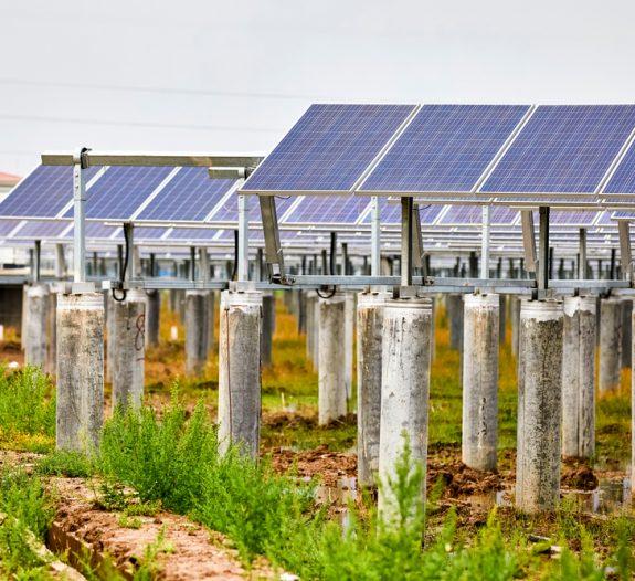 Installation-panneau-photovoltaique-sur-pied-haut