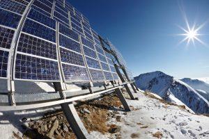 panneaux photovoltaique en montagnes