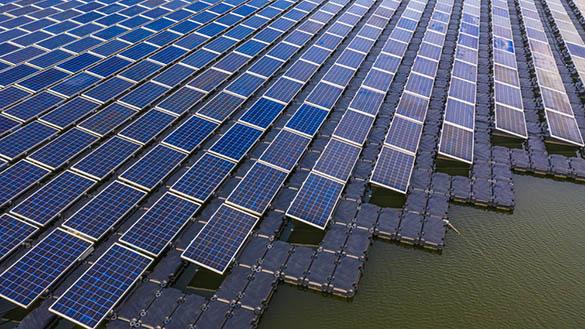 Les centrales solaires flottantes dans le monde