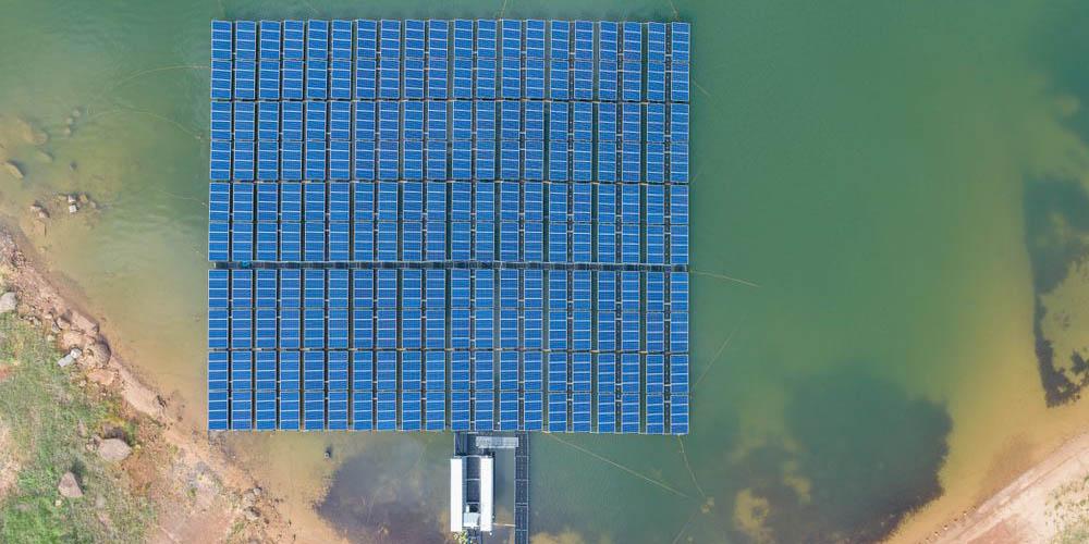 Produire de l'énergie solaire sur des étendues d'eau, comment faire ?