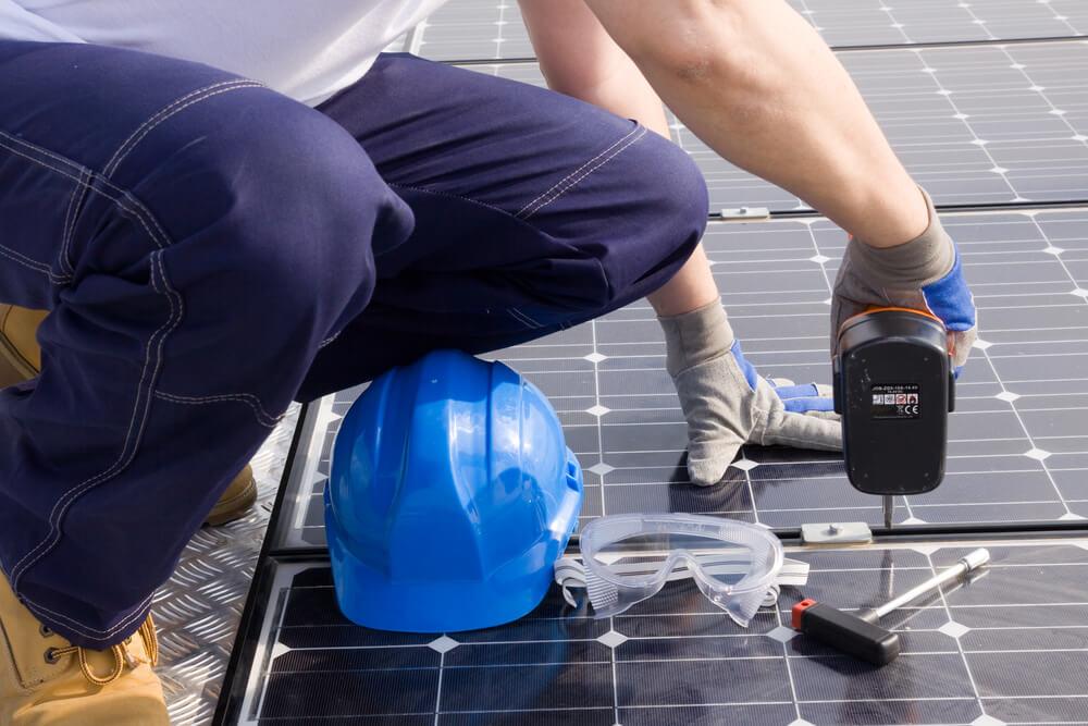 installation-panneau-solaire-au-sol
