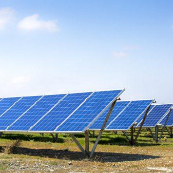 installation-panneau-solaire sur-un-terrain-agricole