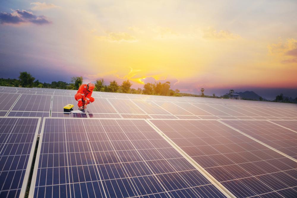 transformations des anciennes carrière en centrale solaire