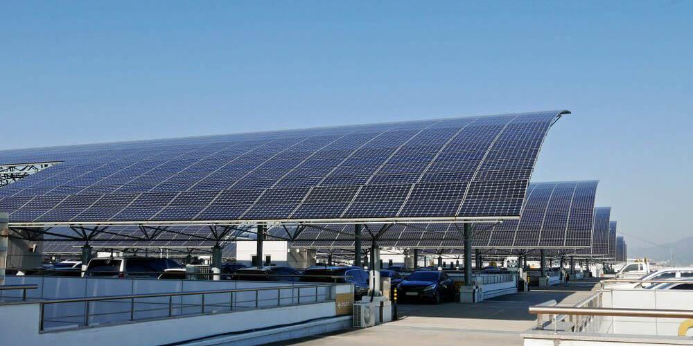 Les ombrières de parking : abritez les voitures de vos salariés et de vos clients tout en produisant de l'énergie verte !
