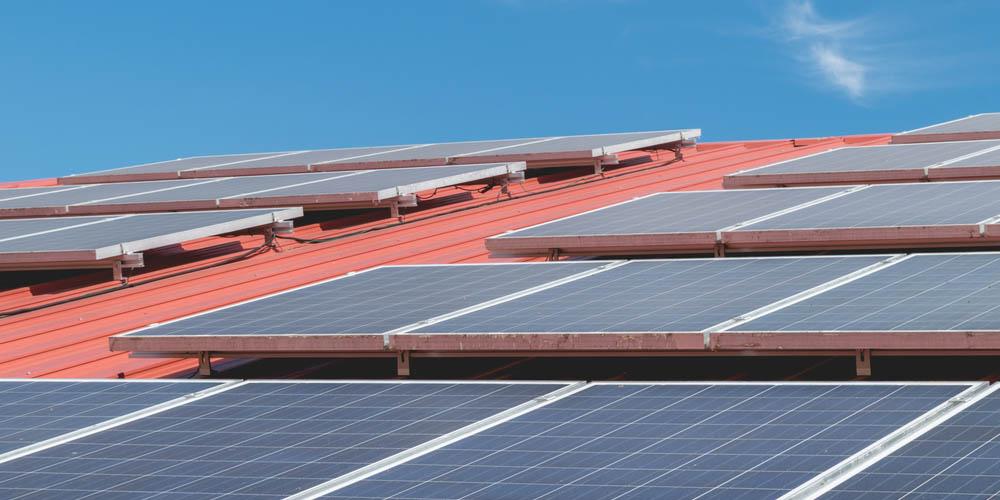 Collectivités-faites-rénover-toitures-bâtiments-gratuitement-installant-centrale-solaire