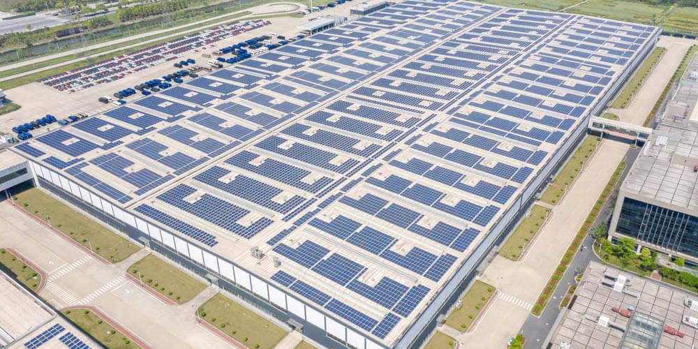 Panneau solaire sur bâtiment industriel
