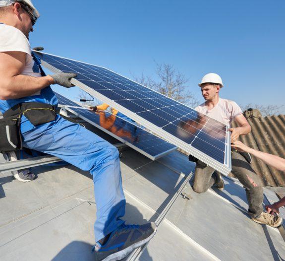 Pose de panneaux solaires sur toiture