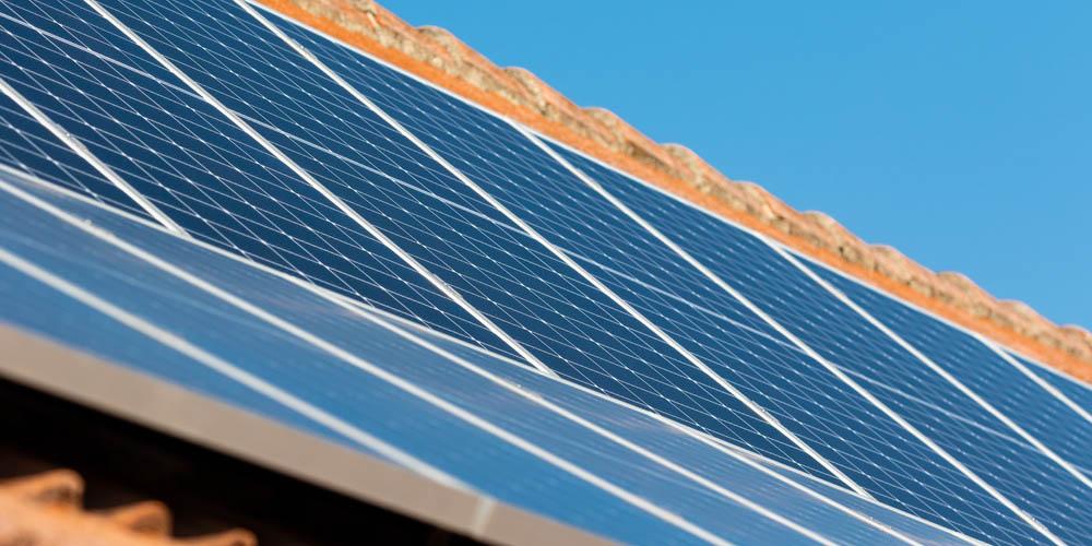 Toiture solaire gratuite : comment éviter les pièges et les arnaques ?