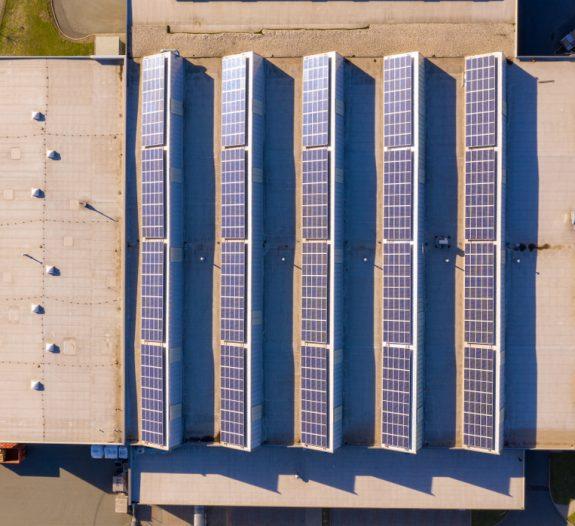 Une toiture moderne en panneau solaire