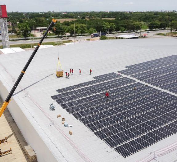 Zoom sur la construction de bâtiment photovoltaïque