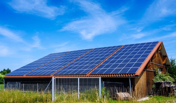 Vérifications avant signature pour un bâtiment photovoltaïque agricole