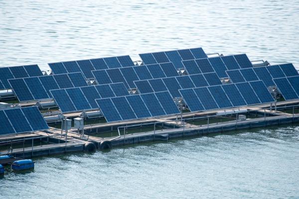 centrales solaires flottantes