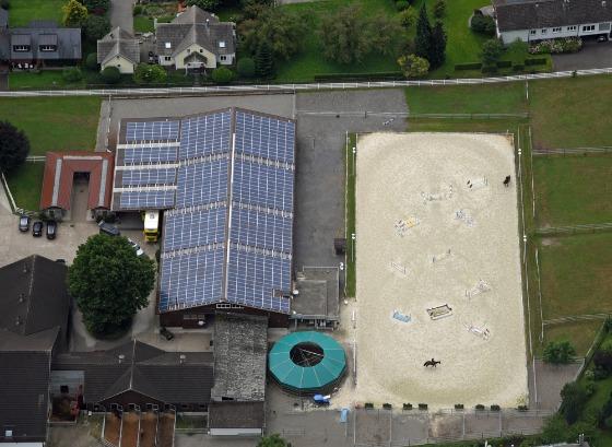 Quel est le principe d'un manège équestre solaire gratuit ?
