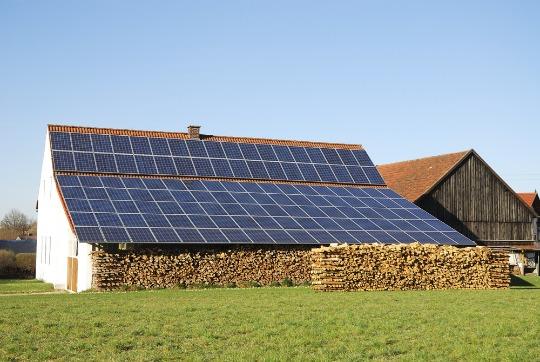 Construire une ferme solaire pour rentabiliser un terrain