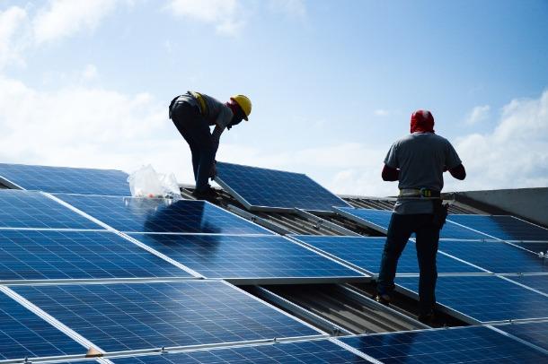 installer une centrale solaire sur une toiture monopente